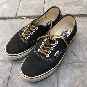 Vans Authentic w/ boot laces